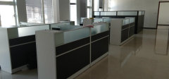 远行地产:青岛广场200平2块办公室 包网费带家具