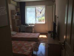 北新桥地铁口 东四北大街 正规三居室 其中一间次卧 随时入住