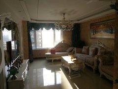 该房屋交通便利,格局周正,卧室空间大。寻求爱护房屋的客人入住