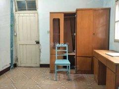海光小学后面一室一厅简装一楼带院子550一个月好房出租。