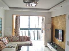百合湖滨三居室温馨舒适,配置齐全。周边就是步行街,实验小学