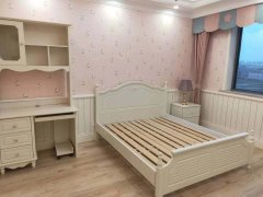 轻轨欧亚旁 园丁花园 豪装一室公寓 可短租带独立卫浴拎包住