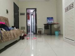 尚品居精装2房出租,通透性好,安静舒适,家私电全齐。