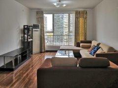 新出凤凰城二期南向大两居 家具家电齐全 装修保持好 随时入住