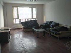 骑马山路 格林威治城三室两厅 简单装修2100物业暖气全包