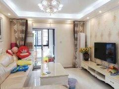 凤凰城 白色风格 豪华两室 带浴缸 超温馨设计 随时看房