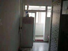 南地刘埋汰附近 地势平坦 交通方便 2张双人床 衣柜 5楼