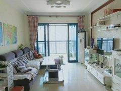可短租,恒大雅苑南门口位置,精美家电家具,非隔断,正房分租的