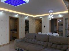 3房2厅2卫豪华精装4000招租,房子很干净家私电器都有