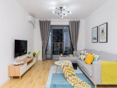 万达对面 白色简约精装系列 两室一厅房东诚租 设备齐全 看房