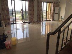 雍景家园刚需精装修复试三房  出租2800  小区环境优美