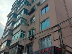 泰丰房产出租三室一厅南地派所附近供暖好楼层好
