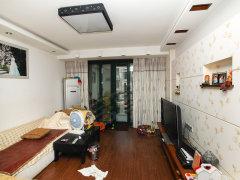 宽敞大方 精装卧室 主卧阳台 鸿博家园二期F区