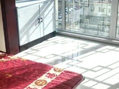 柳港园B区8层108平米3室简单家具包费月租金1700元