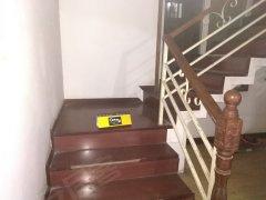 陇海路秦岭路高架旁6室2厅3卫260平米底价出租。