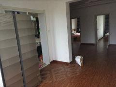 新民物资局家属楼精装修二室一厅出租