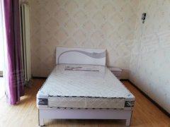 卧室带独卫 有大飘窗 壁纸装修 干净清爽 温馨舒适 便宜甩租