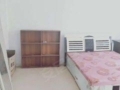 两室一厅,简单装修,房租便宜