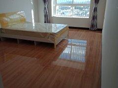 带家具市中心电梯房宽敞4室新房出租2/年,若配家电全2.5万