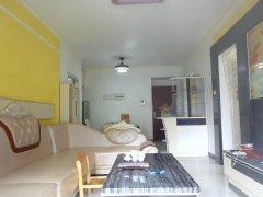 南国锦苑 精装3房 之前是房东自住的 干净整洁 直接拎包入住