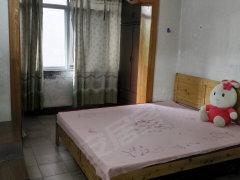 人和街小学旁一室一厅租 紧邻大溪沟菜市场和轻轨站