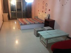 甜橙国际,一室一厅,精装,免费wf,全套家具家电,拎包入住。