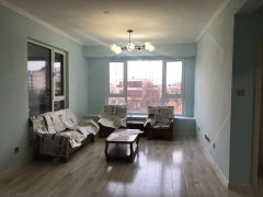 海棠湾一期 精装修三室两厅两卫 月租2000元
