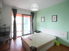 精装修的房子, 全新的家私家电,带上行李,生活用品立马可以入